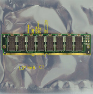 Siemens HYB514400BT-80 4 MB 4MB 80 ns 80ns 72-pin gold contacts SIMM non-parity FPM RAM memory module - vintage retro 90s