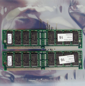 Set 2x Micron MT8D432M-5X 16 MB 16MB 32 MB 32MB kit 50 ns 50ns 72-pin SIMM non-parity EDO RAM memory modules - vintage retro 90s