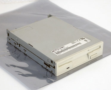 Mitsumi model D359M3 3.5'' 1.44MB DS/HD internal disk drive FDD white beige front PC