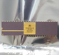Motorola-MC68230LC8-DIP48-I-O-controller-chip-48-pin-vintage-retro-80s-gold-cap