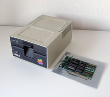 Apple-Disk-II-A2M0003-5.25-external-floppy-disk-drive-FDD-&-Apple-Disk-II-Interface-Card-650-X104-vintage-retro-80s